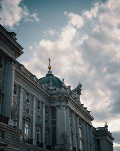 palacio real madrid anochecer